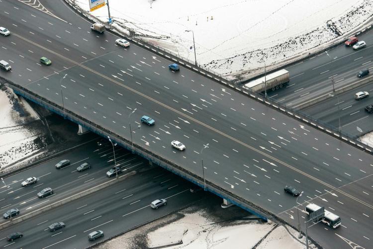 Пять автомобилей столкнулись на МКАД, погиб человек
