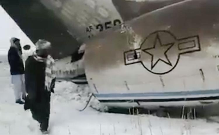Появилось видео крушения самолета в Афганистане. Сообщается, что на борту находились высокопоставленные американские военные