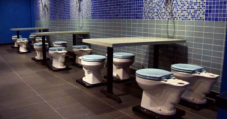 Знай свое место. В одной из школ Красноярского края учителей переселили в туалет