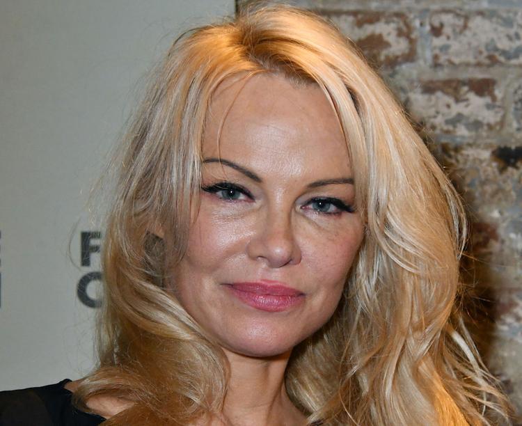 Актриса Памела Андерсон рассталась с пятым супругом через 12 дней после свадьбы