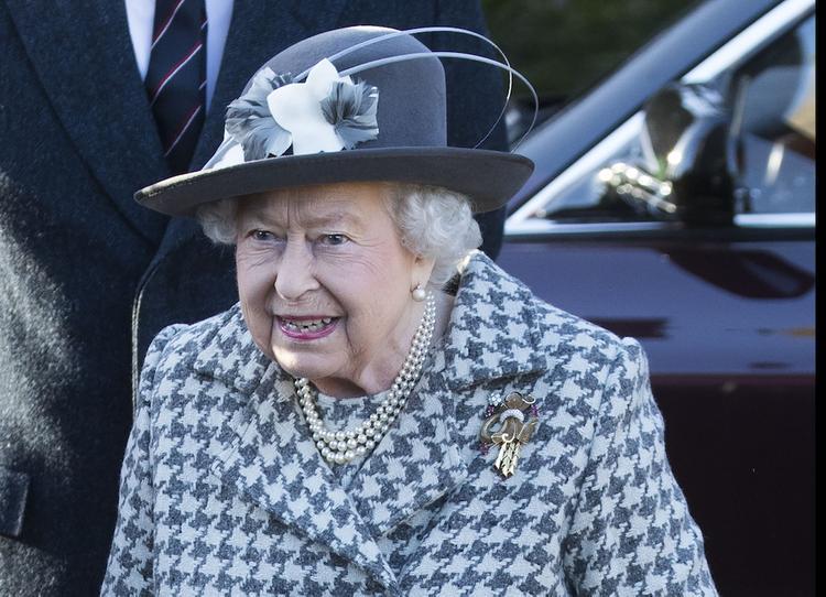 Елизавета II сделала поистине королевский подарок внучке