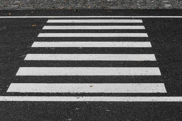 Братск: водитель сбил школьницу на переходе и скрылся