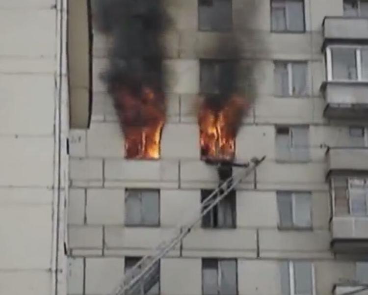После пожара в астраханской многоэтажке скончался мужчина