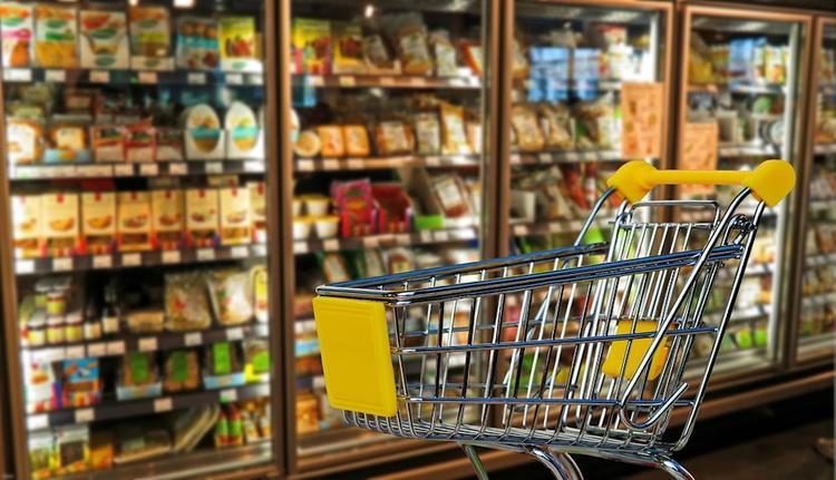 Дефицит продуктов возник в магазинах Владивостока из-за коронавируса в Китае