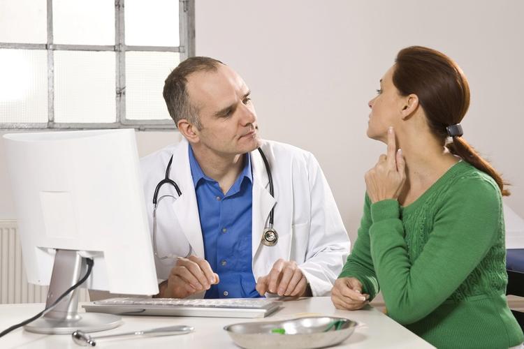 Пять явных сигналов организма человека о раке щитовидной железы назвали доктора