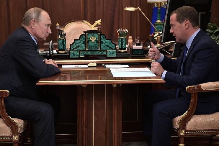У россиян поинтересовались, как они оценивают работу правительства Медведева