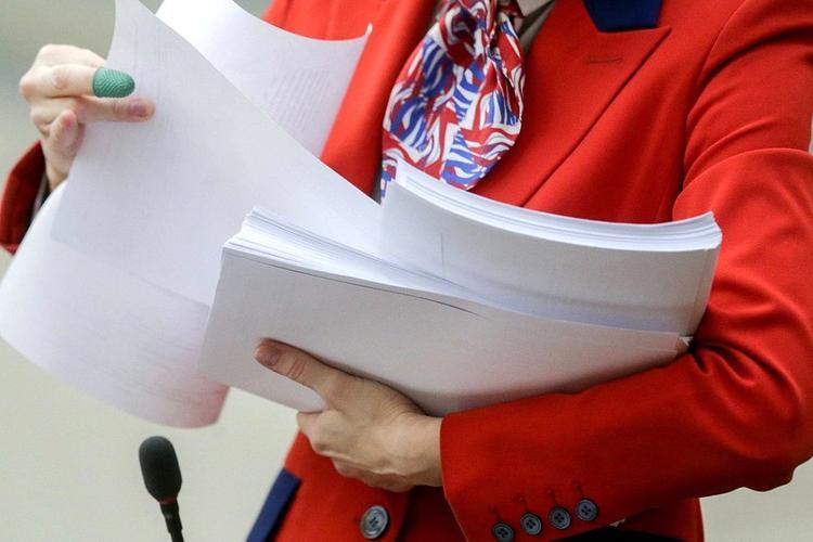 К законопроекту об изменениях Конституции поступило 65 поправок