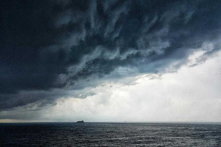 На Сочи надвигается мощный шторм «Петра»
