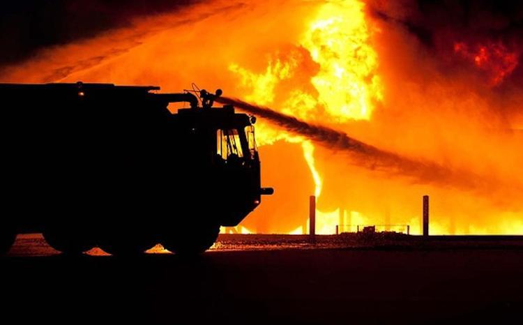 В Подмосковье горит склад на площади 1 тыс. кв.м