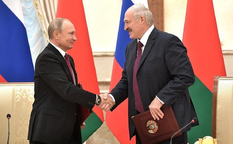 Политолог считает, что опрос про падение доверия белорусов к России делали на заказ