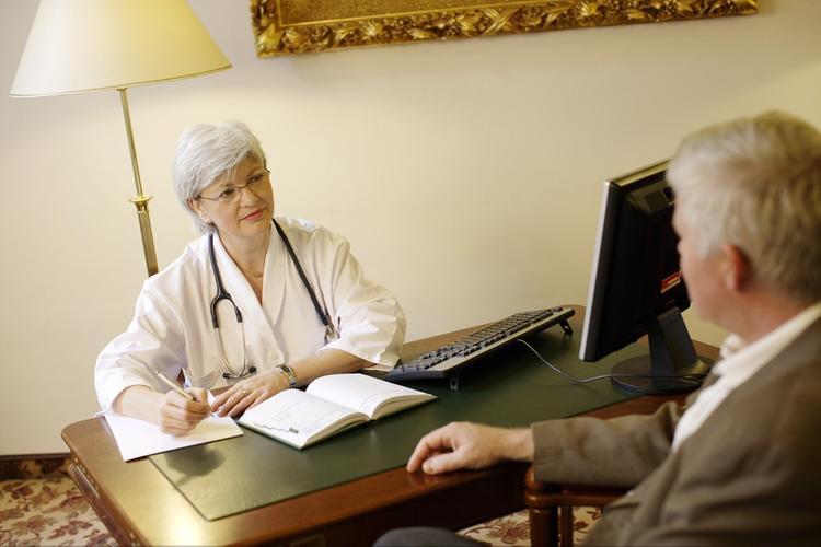 Семь первых признаков образования злокачественной опухоли в желудке назвали врачи