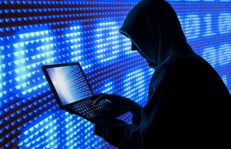 Силовики против киберпреступников : кто кого?