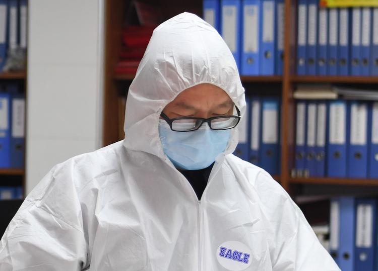 РФ в качестве гумпомощи направит в Китай 2 млн медицинских масок