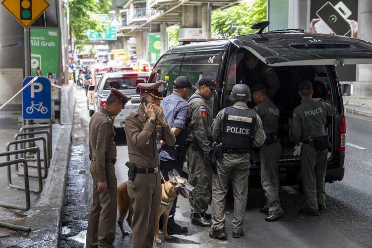 Солдат, устроивший стрельбу в Таиланде, захватил заложников