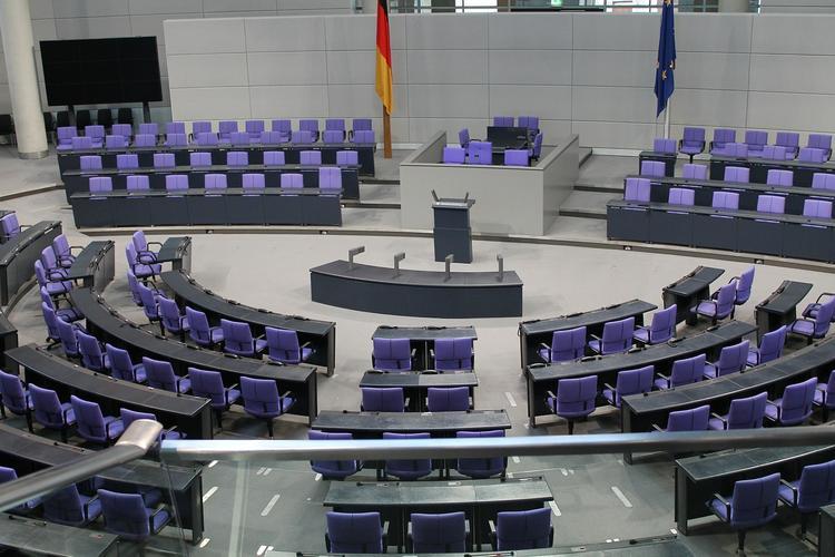 Меркель прокомментировала решение Крамп-Карренбауэр не занимать её место