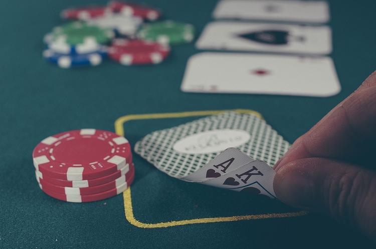 В Санкт-Петербурге глава округа уволился после сообщения о казино в его квартире
