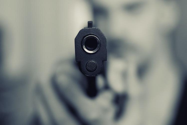 В центре Москвы конфликт трех мужчин перерос в стрельбу