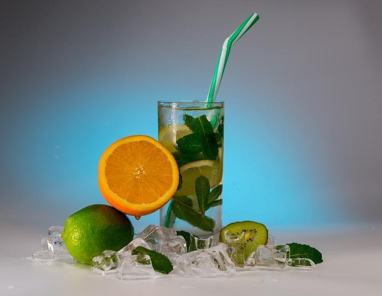 Диетологи призывают отказаться от трубочек для напитков людям старше 30