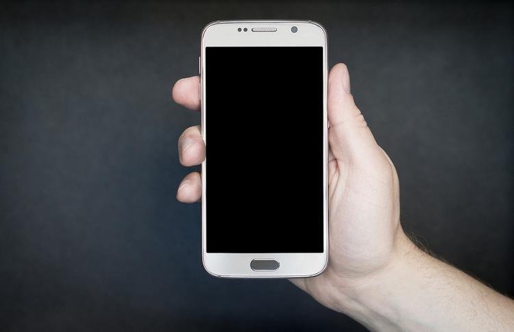 В Волгограде подросток получил ожоги от загоревшегося в руках смартфона