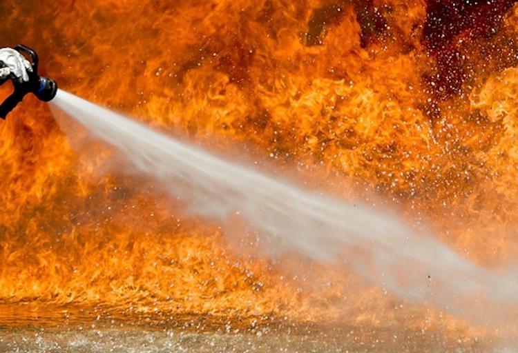 В Екатеринбурге при тушении пожара в жилом доме нашли тело женщины