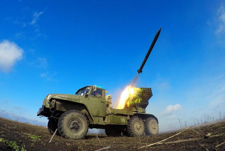 Появилось видео из района вспыхнувших на линии фронта боев между ВСУ и силами ЛНР