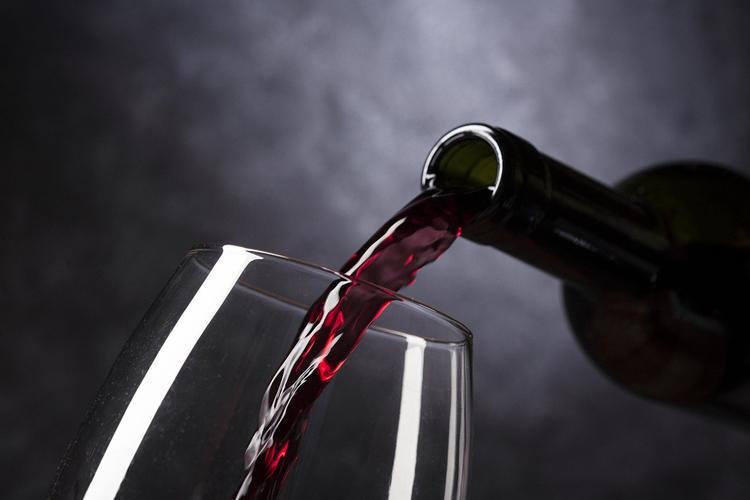 Ученые выяснили, как алкоголь меняет восприятие красоты