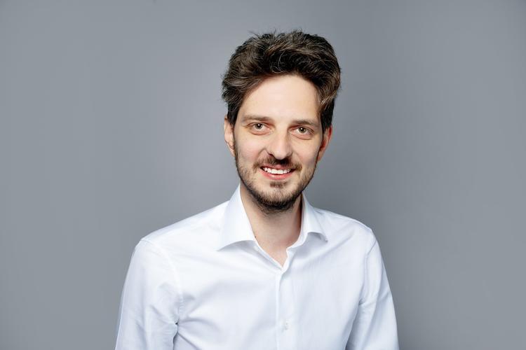 Политтехнолога Максима Каца и 15 его сторонников исключили из партии