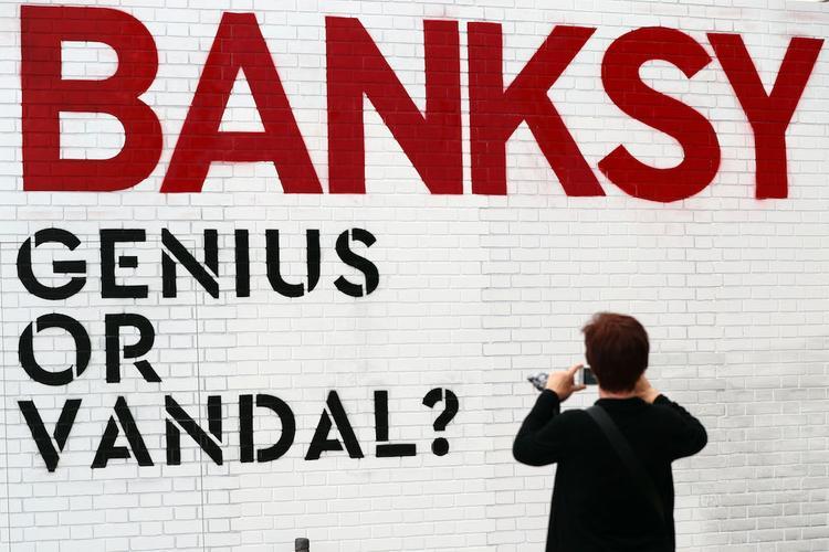 Бэнкси объяснил, почему обрадовался, когда вандалы испортили его работу