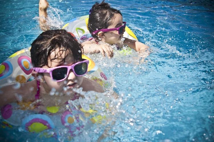 В Челнах шестеро детей госпитализированы после купания в бассейне базы отдыха