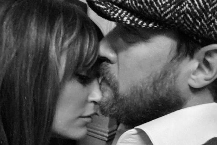Певица Александра Савельева призналась в любви к мужу в очередную годовщину их знакомства