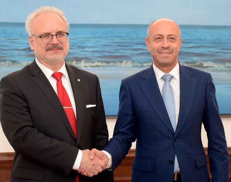 Президент Латвии объявил закон о роспуске Рижской думы
