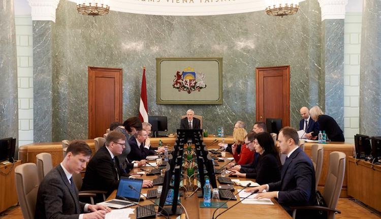 Кабинет министров Латвии не может разобраться с… проституцией в стране