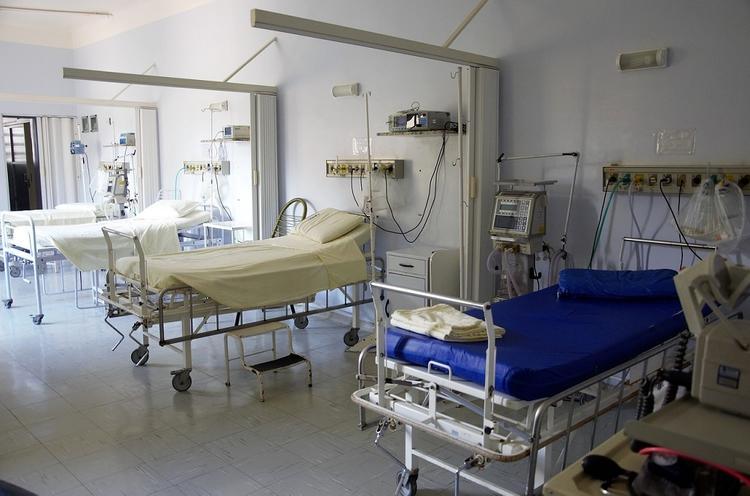 Почти в половине российских больниц нет горячей воды и даже водопровода