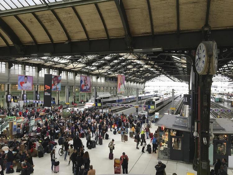 Пожар вспыхнул возле Лионского вокзала в Париже, проводится эвакуация