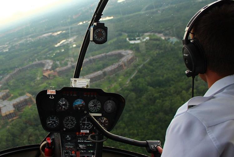 Пилот разбившегося под Астраханью частного вертолета погиб