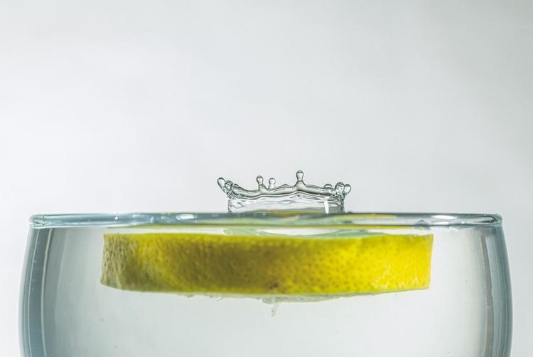 Диетолог развеял миф о пользе употребления воды с лимоном натощак