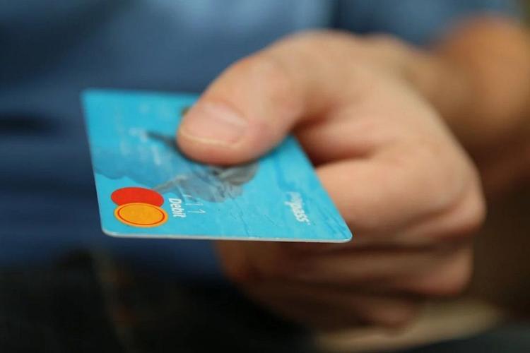 Эксперт рассказал, почему российские банки избавляются от проблемных заемщиков
