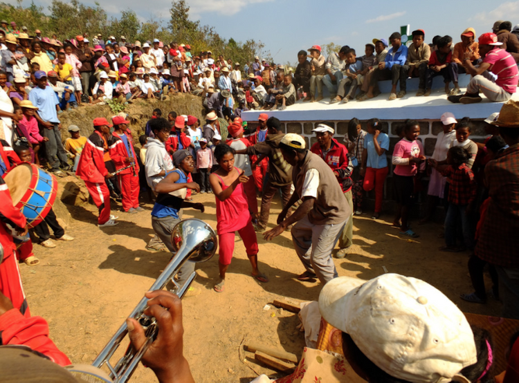 Не так как у нас. Как гуляют на похоронах на Мадагаскаре