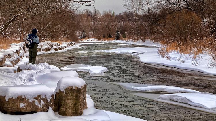 Под Белгородом во время рыбалки мужчины провалились под лед