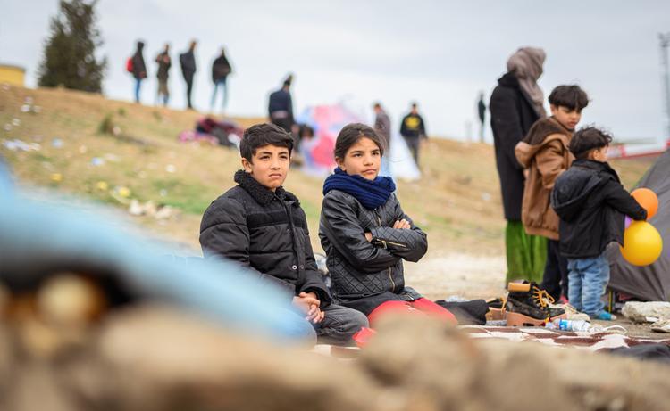 Турецкие военные взяли беженцев под охрану