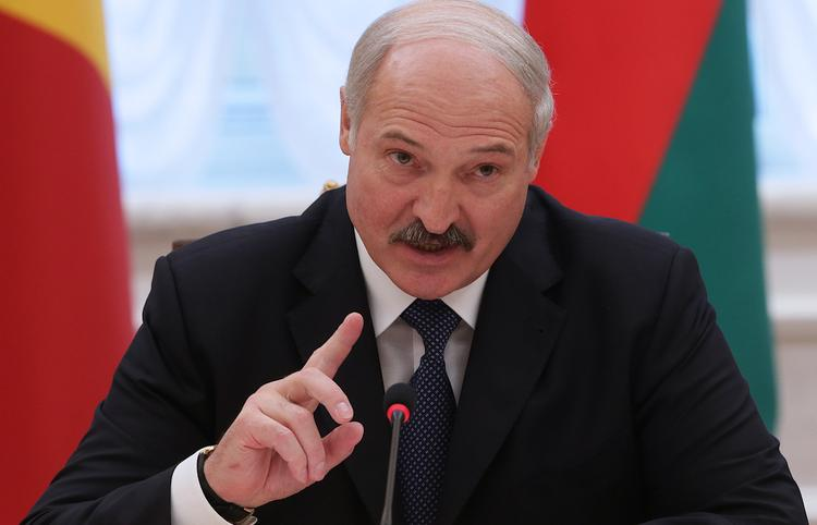 В Белоруссии изобрели свой метод борьбы с коронавирусом - «Трактор вылечит всех. Поле всех лечит»