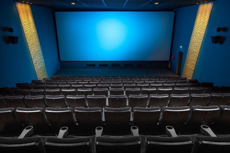 Новые фильмы будут появляться онлайн одновременно с кинотеатрами?