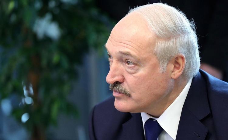 «Коронавирус — очередной психоз, который кому-то будет на руку», — считает Лукашенко
