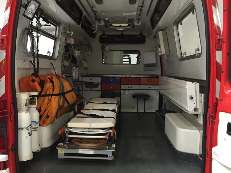 В Красноярске во время аварии перевернулась машина скорой с пациентом