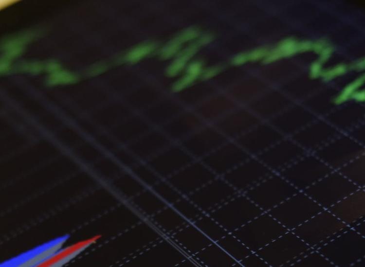 Центробанк РФ сохранил ключевую ставку после снижения цены на нефть и курса рубля