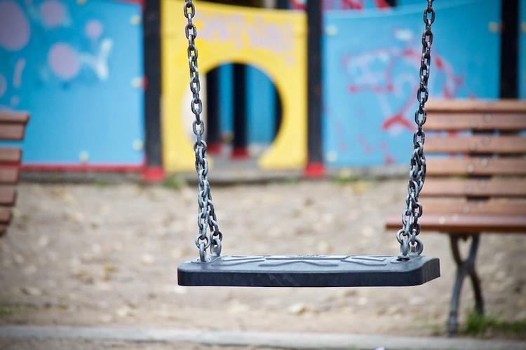 На детской площадке в Севастополе женщина брызнула в лицо ребенку из баллончика