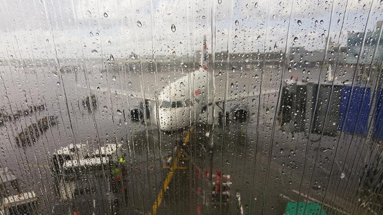 Мужчина в аэропорту Калининграда возмутился из-за мер по коронавирусу