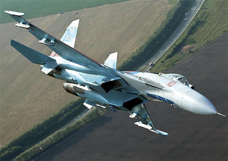 Российский самолет Су-27 упал в Черное море, ведутся поиски летчика