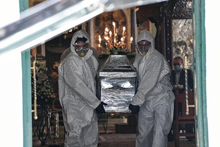 В Британии умерла самая юная жертва коронавируса без проблем со здоровьем — девушке был 21 год