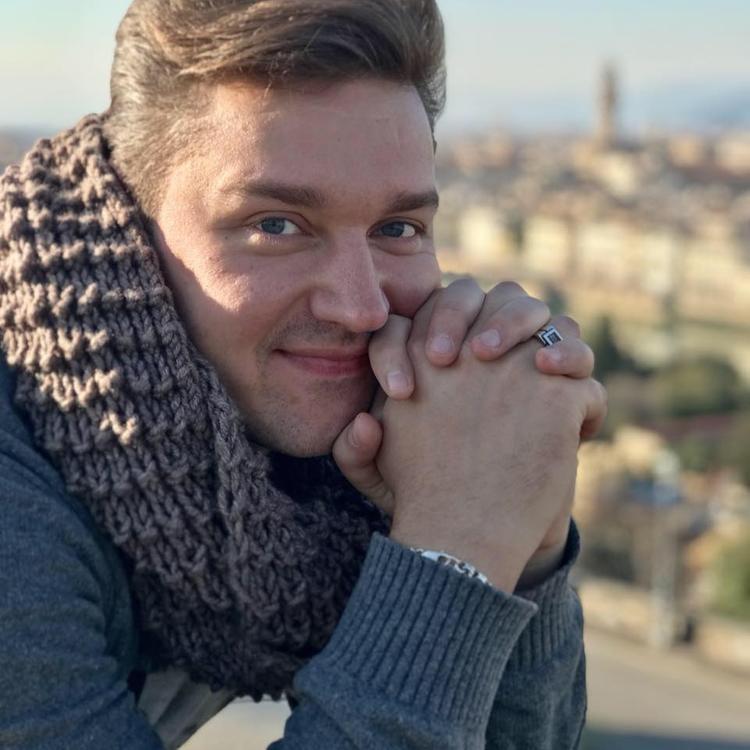 Актер Сергей Смирнов умер после продолжительной болезни. Ему было 37 лет